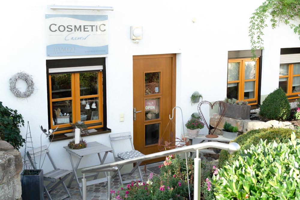 Cosmetic creativ: Der Eingangsbereich zum Kosmetikstudio in Kulmbach-Windischenhaig.